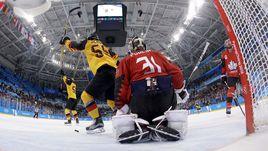 """Пятница. Пхенчхан. Канада - Германия - 3:4. Одна из четырех шайб в воротах """"Кленовых"""". Германия - в финале Олимпиады с Россией, а десятый состав канадцев поспорит с чехами за бронзу."""