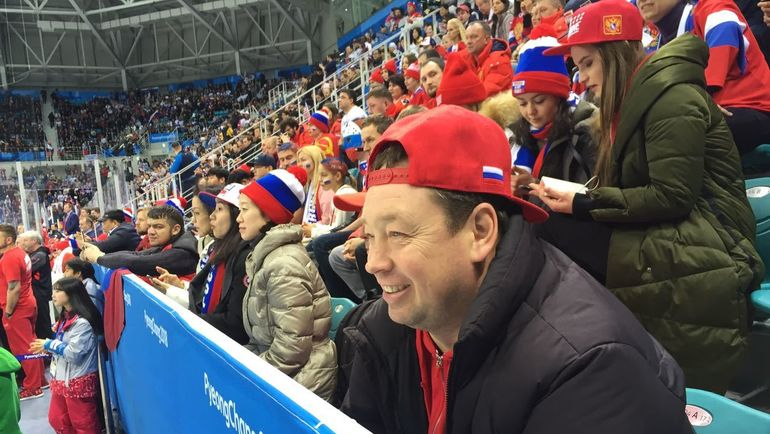 "Леонид СЛУЦКИЙ на хоккее. Фото Дмитрий ЗЕЛЕНОВ, ""СЭ"""