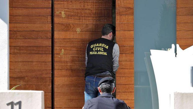 Во время обыска в доме Рубена Семеду. Фото lasprovincias.es