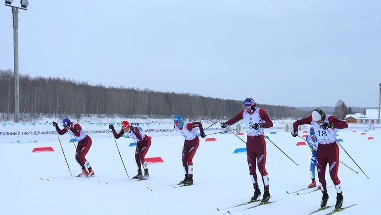 Глеб РЕТИВЫХ (№3) выиграл спринт классическим стилем на Открытых всероссийских соревнованиях для отстраненных от Олимпиады спортсменов. Фото flgr.ru