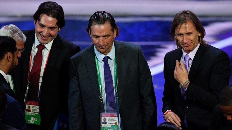 Главный тренер сборной Саудовской Аравии Хуан Антонио ПИЦЦЫ (в центре). Фото AFP