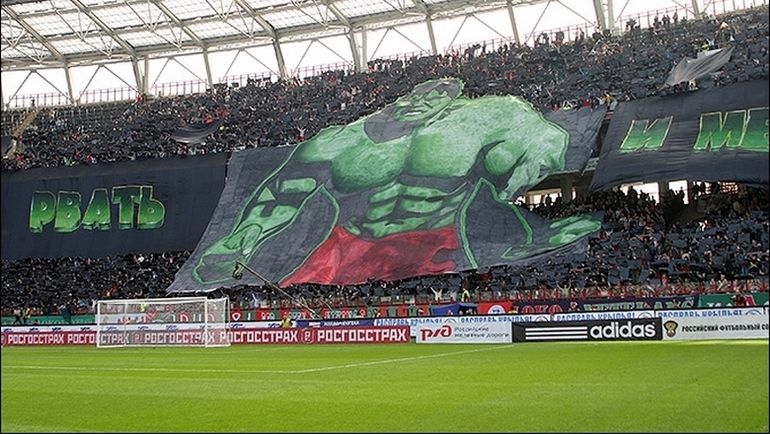 """Баннер болельщиков """"Локомотива"""" на дерби 2007 года. Фото fclmnews.ru"""