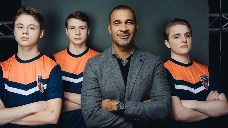 Руд Гуллит с киберфутболистами Team Gullit. Фото SportTechie