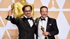 """Воскресенье. Лос-Анджелес. Церемония вручения премии """"Оскар"""". Брайан ФОГЕЛЬ (справа) и Дэн КОГАН."""
