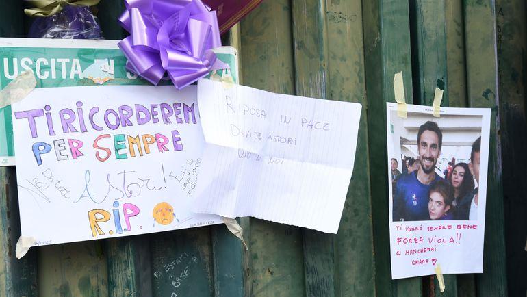 Фанаты отдают дань памяти Давиде Астори. Фото AFP
