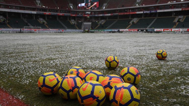 Те самые мячи, к которым так много претензий. Фото Александр ФЕДОРОВ, «СЭ»