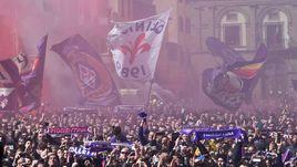 Сегодня. Флоренция. На церемонию прощания с Давиде Астори собралось около 7 тысяч болельщиков.
