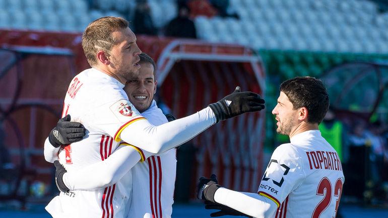 """Артем ДЗЮБА (слева). Фото сайт """"Арсенала"""" (Тула)"""