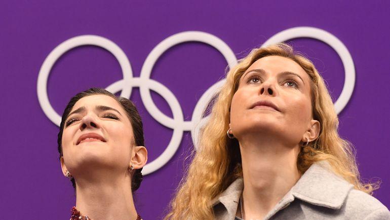 Евгения МЕДВЕДЕВА и тренер Этери ТУТБЕРИДЗЕ в олимпийском Пхенчхане. Фото AFP