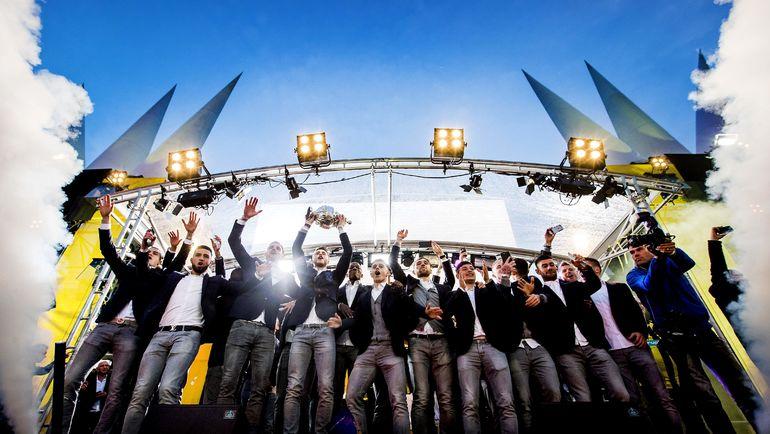 """1 мая 2017 года. Арнем. Игроки """"Витесса"""" празднуют победу в Кубке Голландии. Фото AFP"""