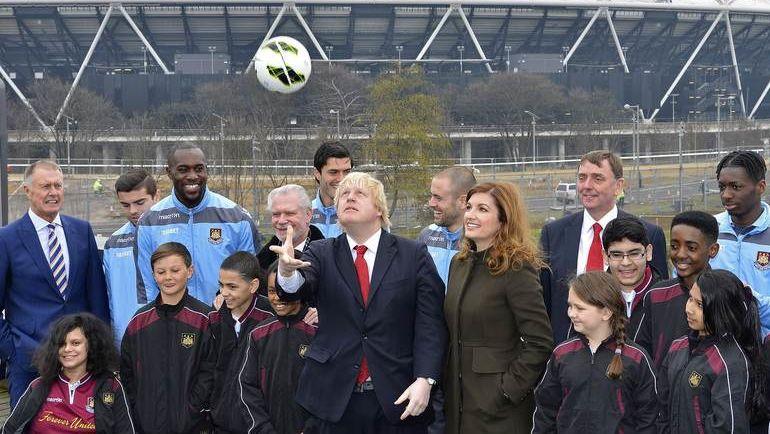 Бывший мэр Лондона, министр иностранных дел Великобритании Борис ДЖОНСОН (в центре) призывает чиновников бойкотировать ЧМ-2018 в России. Такова позиция кабинета Терезы Мэй. Фото Reuters