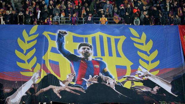 """Среда. Барселона. """"Барселона"""" - """"Челси"""" - 3:0. Лионель Месси на баннере фанатов каталонской команды. Фото Reuters"""