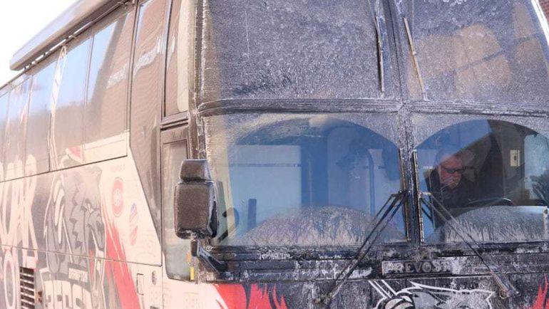 Вот так выглядит командный автобус. За рулем - Блэйк АУТХАУЗ.