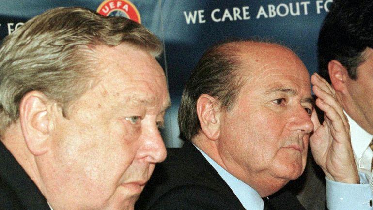 1999 год. Йозеф БЛАТТЕР (справа) и Леннарт ЮХАНССОН. Фото REUTERS