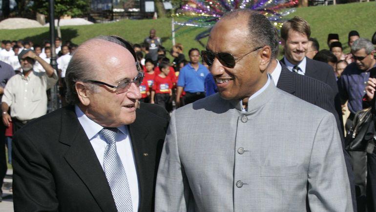 2000-е. Йозеф БЛАТТЕР (слева) и Мохаммед БИН ХАММАМ. Фото REUTERS