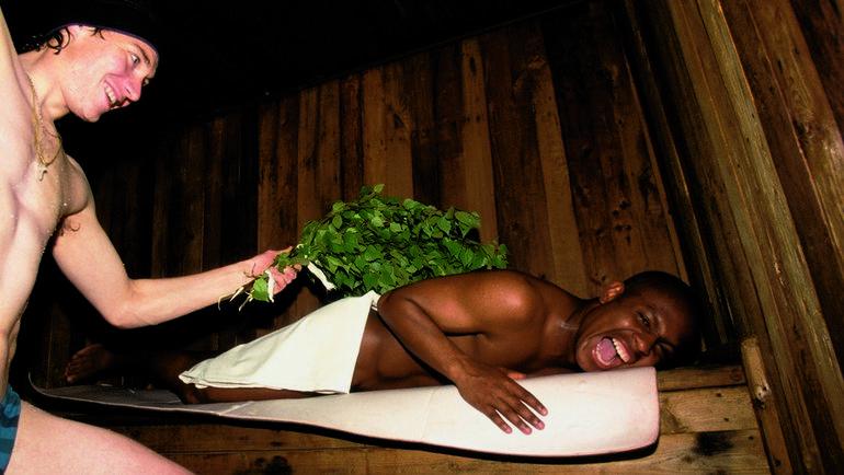 Бразилец ЖОРЖИНЬЮ в бане. Фото Андрей ГОЛОВАНОВ и Сергей КИВРИН
