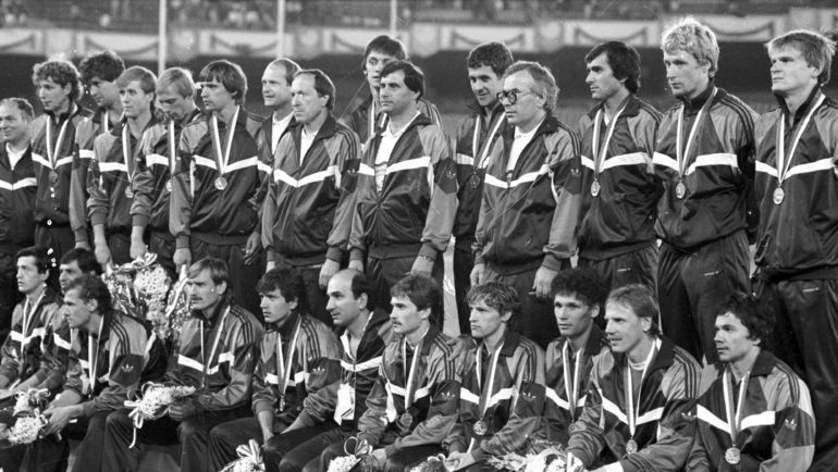 1 октября 1988 год. Сеул. СССР - Бразилия - 2:1. Сборная СССР - олимпийский чемпион. Фото Игорь УТКИН