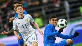 Пятница. Москва. Россия - Бразилия - 0:3. Александр ГОЛОВИН с партнерами не сумели поразить ворота бразильской команды.