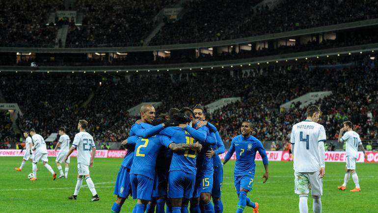 Футболисты сборной Бразилии празднуют гол. Фото Дарья ИСАЕВА, «СЭ»