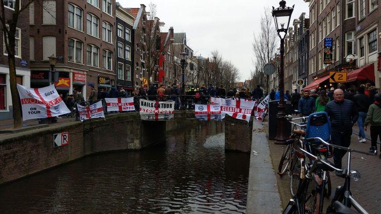 Английские болельщики в Амстердаме. Фото AT5