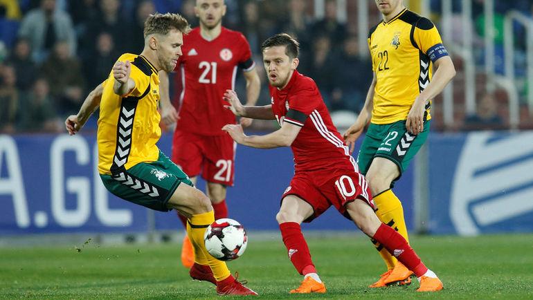 Суббота. Тбилиси. Грузия - Литва - 4:0. Джано АНАНИДЗЕ (№10) получил в этой игре тяжелую травму. Фото Reuters