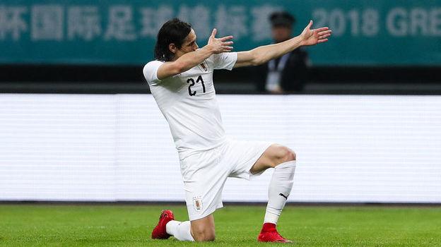 Понедельник. Наньнин. Уэльс - Уругвай - 0:1. 49-я минута. Эдинсон КАВАНИ празднует победный гол. Фото Reuters