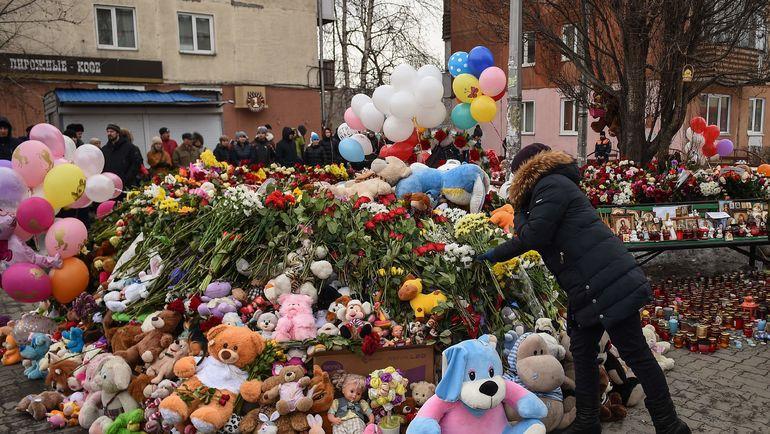 27 марта. Кемерово. Стихийный мемориал в память о жертвах пожара. Фото AFP