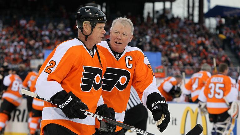 Бобби КЛАРК (справа) и Марк ХОУ. Фото AFP
