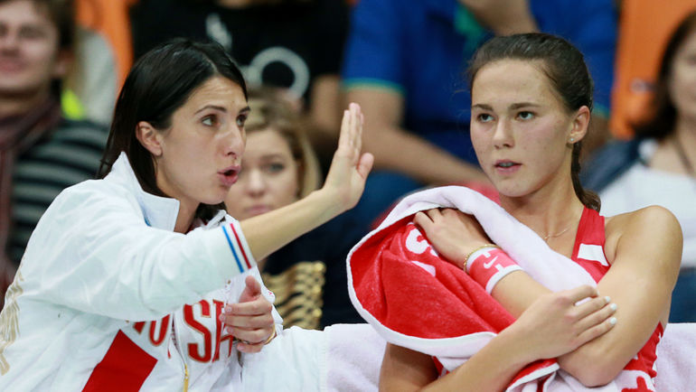 Анастасия МЫСКИНА (слева) 3 года была капитаном женской сборной России. Фото Антон ДЕНИСОВ, РИА Новости