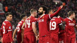 """Вчера. Ливерпуль. """"Ливерпуль"""" - """"Манчестер Сити"""" - 3:0. Лидер """"красных"""" Мохамед САЛАХ (№11) вместе с партнерами празднует первый из трех голов."""