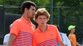 Молодые звезды сборной России Карен ХАЧАНОВ (слева) и Андрей РУБЛЕВ.