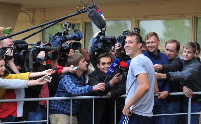 Сегодня. Москва. Восточная улица. Артем ДЗЮБА после тренировки сборной. Фото Александр ФЕДОРОВ, «СЭ»