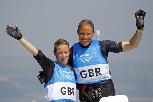 Серебряные призеры Олимпийских игр 2012 года в Лондоне британки Ханна МИЛЛС и Саския КЛАРК Фото Reuters