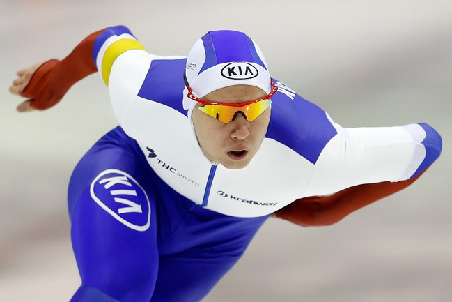 Российский конькобежец Павел КУЛИЖНИКОВ Фото AFP