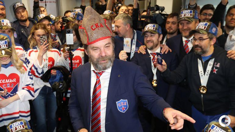 2017 год. Олег ЗНАРОК в чемпионской раздевалке СКА.