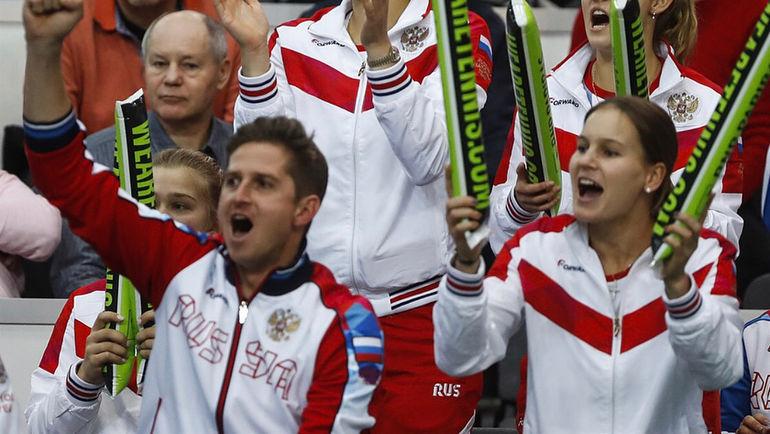 Игорь АНДРЕЕВ (слева внизу) готовится к первому матчу в качестве капитана сборной России в Кубке федерации. Фото Instagram