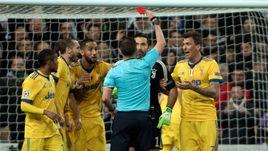 """Среда. Мадрид. """"Реал"""" - """"Ювентус"""" - 1:3. 90+3-я минута. Джанлуиджи БУФФОН получает красную карточку от Майкла ОЛИВЕРА."""