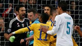 "Среда. Мадрид. ""Реал"" - ""Ювентус"" - 1:3. Джанлуиджи БУФФОН спорит с арбитром."