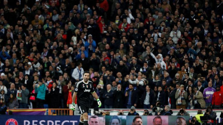 "Среда. Мадрид. ""Реал"" - ""Ювентус"" - 1:3. Джанлуиджи БУФФОН уходит с поля. Фото Reuters"