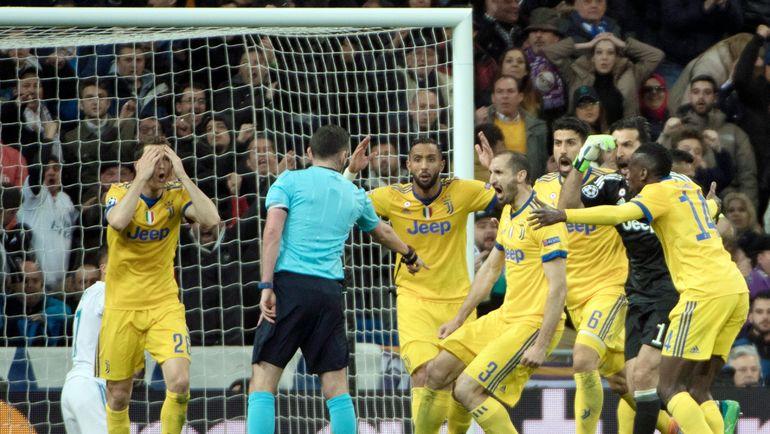 """Среда. Мадрид. """"Реал"""" - """"Ювентус"""" - 1:3. Майкл ОЛИВЕР назначает пенальти. Фото AFP"""