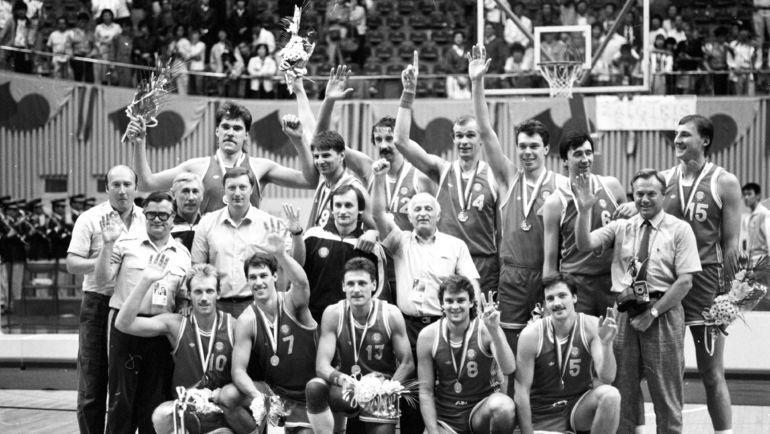 Сборная СССР - чемпион Олимпиады-1988 в Сеуле. Фото Игорь УТКИН