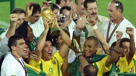 30 июня 2002 года. Йокогама. Бразилия - Германия - 2:0. Бразильцы празднуют победу на чемпионате мира.