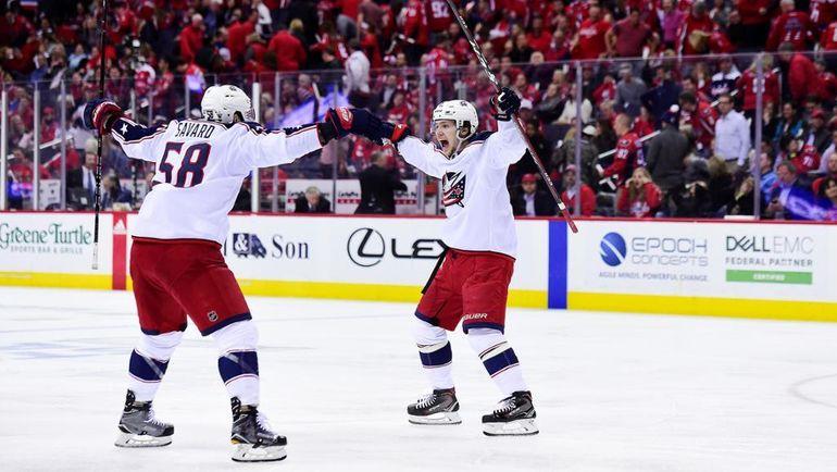 """Сегодня. Вашингтон. """"Вашингтон"""" – """"Коламбус"""" - 3:4. Артемий ПАНАРИН (справа) празднует заброшенную шайбу. Фото NHL.com"""
