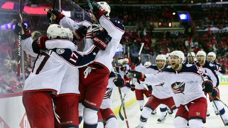 """Вчера. Вашингтон. """"Вашингтон"""" - """"Коламбус"""" - 4:5 ОТ. Игроки """"Блю Джэкетс"""" празднуют победу. Фото НХЛ"""