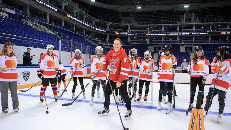 Болельщица Хоккейного Клуба В Раздевалке