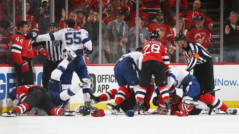 "Драка в концовке матча ""Нью-Джерси"" - ""Тампа-Бэй"". Фото NHL.com"