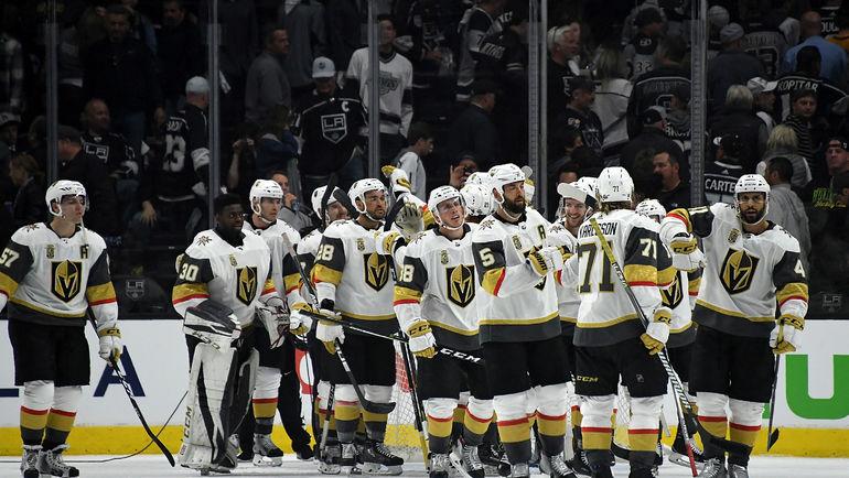 """Хоккеисты """"Вегаса"""" празднуют выход в следующий раунд Кубка Стэнли. Фото USA TODAY Sports"""