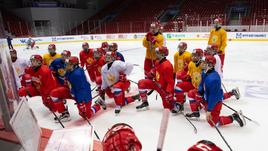Россия потеряла одну из лучших троек в истории юниорского хоккея. Но все равно побьется за медали