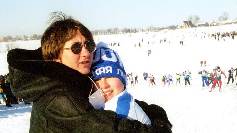 11 февраля 2001 года. Яхрома. Елена ВЯЛЬБЕ с сыном Францем. Фото Юрий ШИРОКОГОРОВ