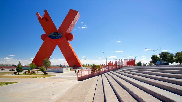 """Monumento a la Mexicanidad (""""Памятник мексиканской самобытности"""", исп.) в Хуаресе."""
